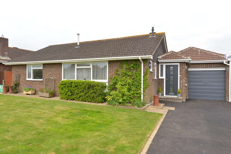 3 Bedrooms Detached House for sale in Penn Close, Barton on Sea