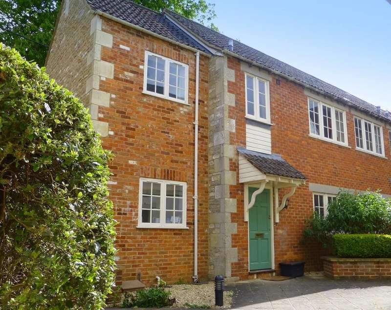 2 Bedrooms End Of Terrace House for sale in Starfield Court, Holt