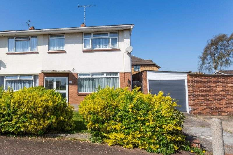 3 Bedrooms Semi Detached House for sale in Hudson Road, Leigh-On-Sea