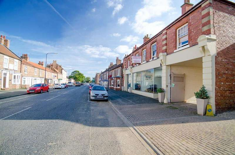 5 Bedrooms House for sale in Long Street, Easingwold