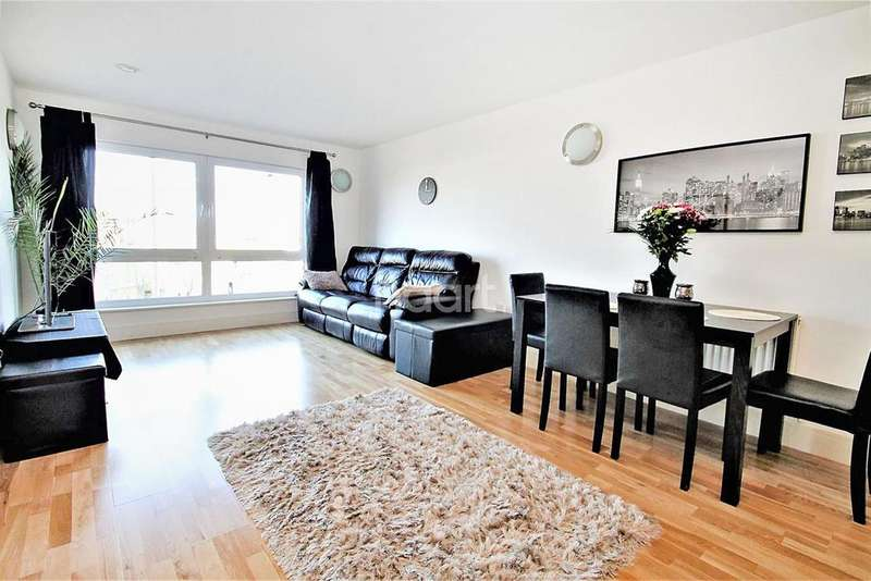 2 Bedrooms Flat for sale in Raphael House, High Road, Ilford, Essex
