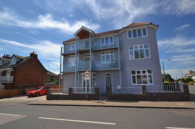 2 Bedrooms Apartment Flat for sale in Beach Road, Harwich, Essex, CO12