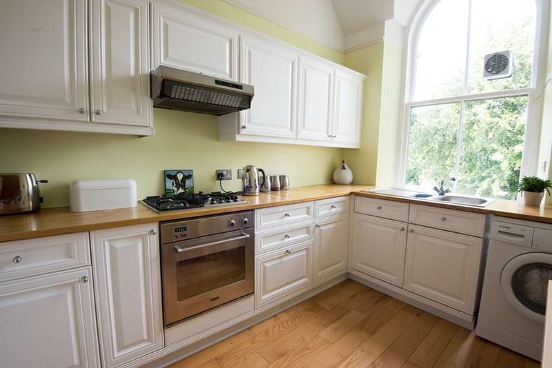 2 Bedrooms Flat for sale in Milliken Park Road, Kilbarchan, Renfrewshire, PA10