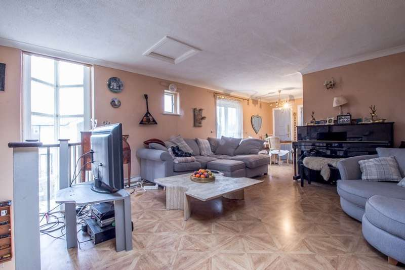 3 Bedrooms End Of Terrace House for sale in Chichester Way, London, London, E14