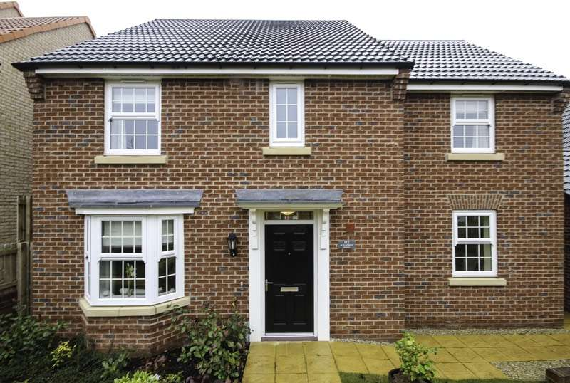 4 Bedrooms Detached House for sale in Ackworth Road, Pontefract, West Yorkshire, WF8