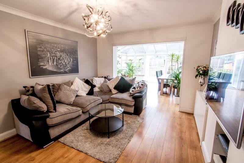 3 Bedrooms Detached House for sale in Dunstable Road, Luton, Bedfordshire, LU4