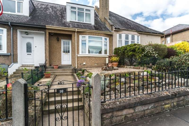 3 Bedrooms Villa House for sale in Ulster Gardens, Edinburgh, EH8 7JZ