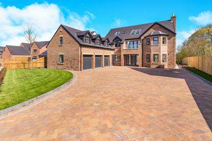 6 Bedrooms Detached House for sale in De Brus Park, Marton-In-Cleveland, Middlesbrough, .