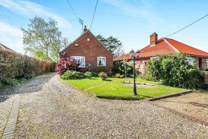 2 Bedrooms Bungalow for sale in Bradenham, Thetford, Norfolk
