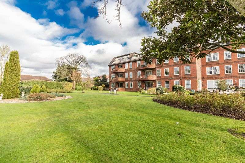 3 Bedrooms Flat for sale in Millbrook, Manor Road, Chigwell