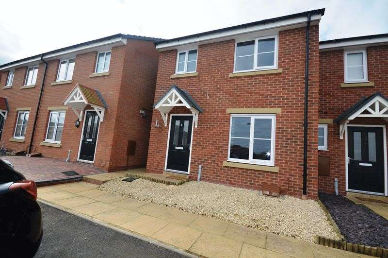 3 Bedrooms Terraced House for sale in Pains Lane, Telford