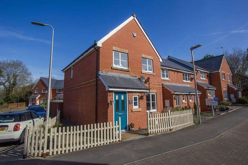 3 Bedrooms Terraced House for sale in Cae Gwyn, Penarth