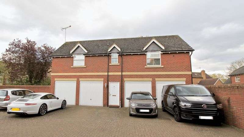 2 Bedrooms Detached House for sale in Whitebeam Close, Aylesbury