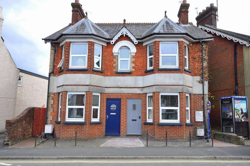2 Bedrooms Semi Detached House for sale in Christchurch Road, Ringwood, BH24 1DH