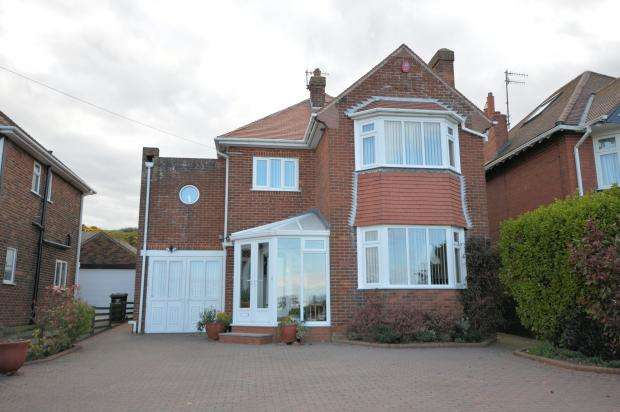 3 Bedrooms Detached House for sale in Filey Road, Scarborough, North Yorkshire YO11 3AF
