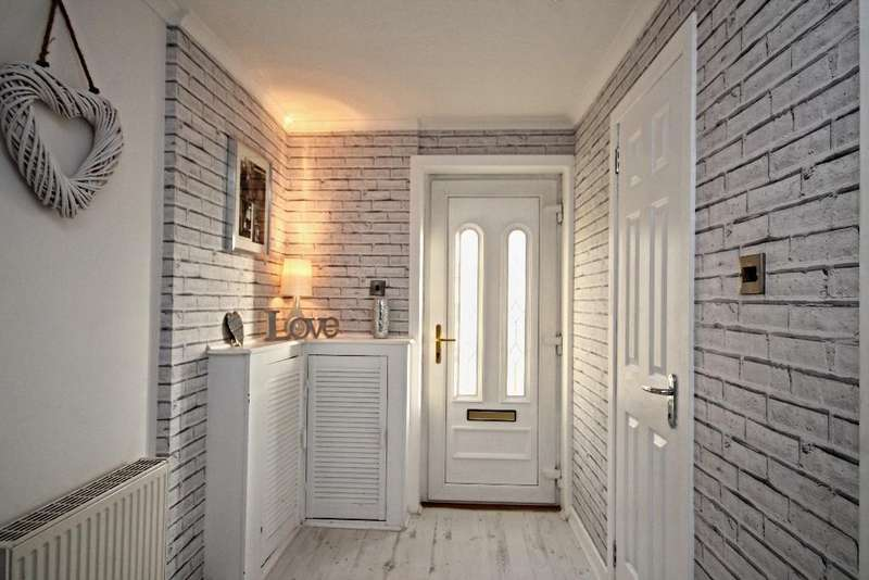 3 Bedrooms Terraced House for sale in Campion Court, Ayr, Ayrshire, KA7 3YG