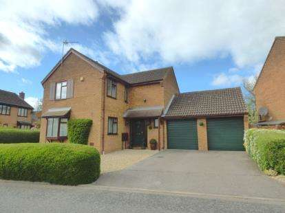 4 Bedrooms Detached House for sale in Thirsk Gardens, Bletchley, Milton Keynes