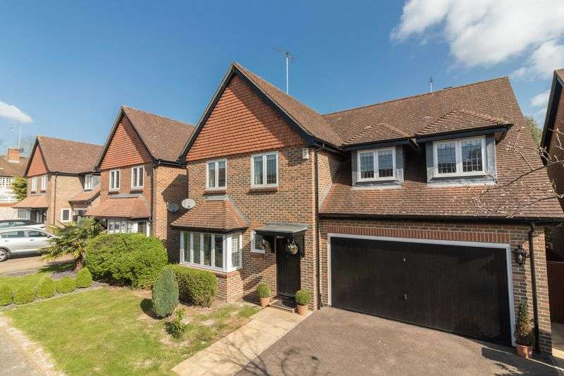 4 Bedrooms Detached House for sale in Avenue Gate, Loughton