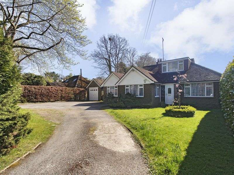 3 Bedrooms Bungalow for sale in Copthorne Road, Felbridge