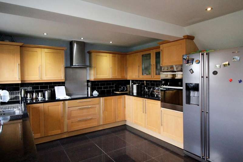 4 Bedrooms Semi Detached House for sale in Bridge Court, Fitzwilliam