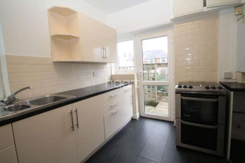 3 Bedrooms Semi Detached House for sale in Queens Road
