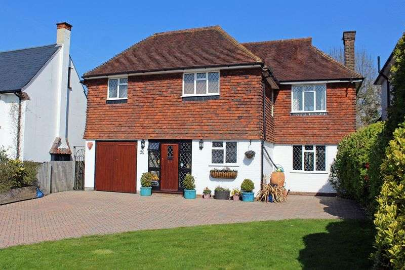4 Bedrooms Detached House for sale in Ewhurst Avenue, Sanderstead, Surrey
