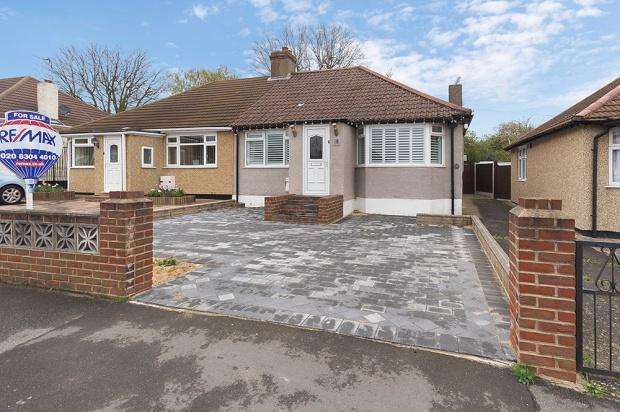 3 Bedrooms Bungalow for sale in Leckwith Avenue, Bexleyheath, DA7