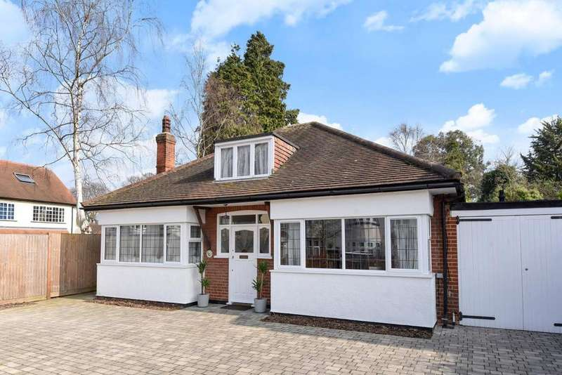 2 Bedrooms Bungalow for sale in Alexandra Crescent, Bromley, BR1