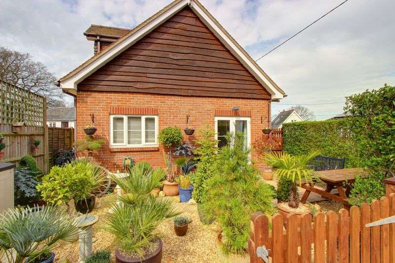 2 Bedrooms Detached House for sale in Street End, North Baddesley, Hampshire