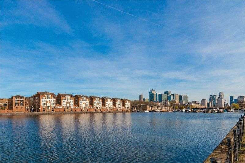 2 Bedrooms Flat for sale in HannonHomes present a Two bedroom apartment overlooking the Greenland Dock - 615,000