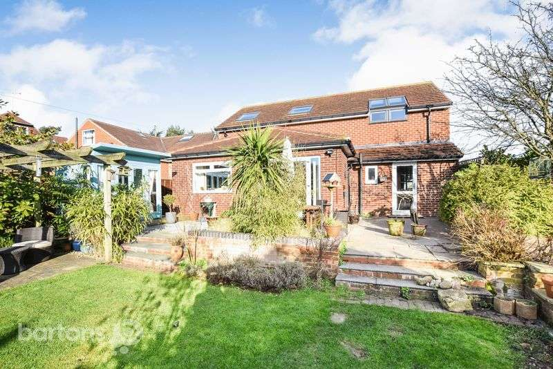 5 Bedrooms Detached House for sale in Moor Lane South, Ravenfield