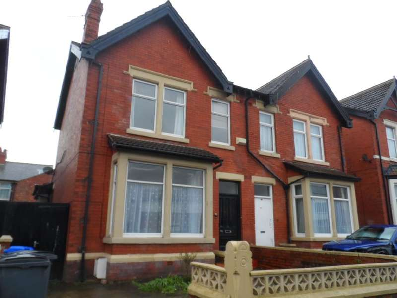 3 Bedrooms Property for sale in 164, Blackpool, FY1 4JD