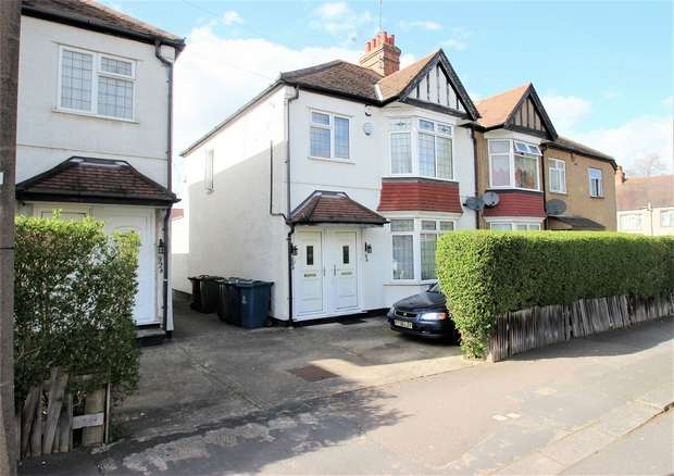 1 Bedroom Flat for sale in Pinner View, Harrow, Middlesex