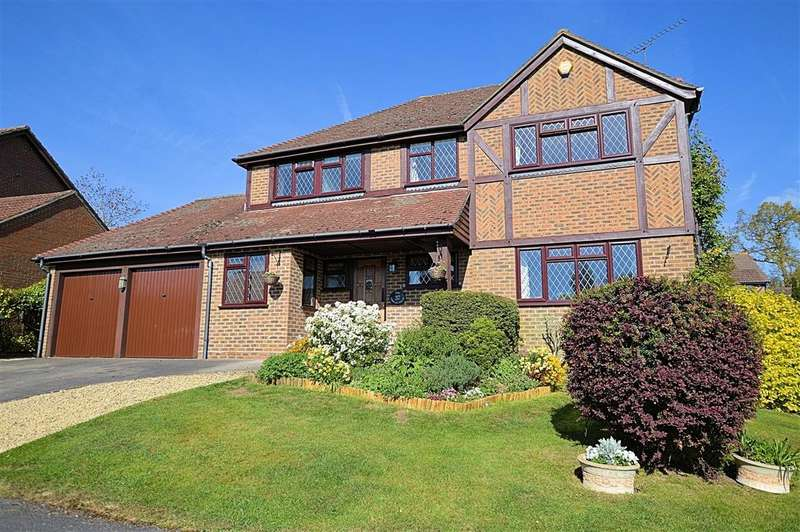 4 Bedrooms Detached House for sale in Dauntless Road, Burghfield Common, Reading, RG7
