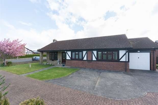 3 Bedrooms Detached House for sale in Chaldon Close, Strensall, YORK