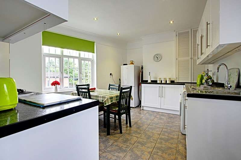 2 Bedrooms Flat for sale in Hampden Square, London