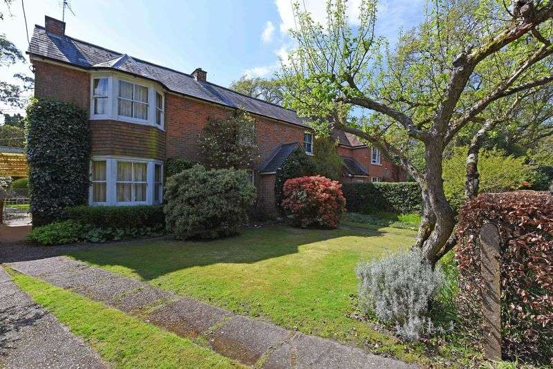 4 Bedrooms Detached House for sale in Soke Road Silchester