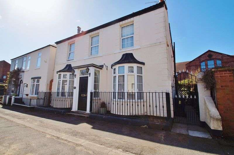 2 Bedrooms Detached House for sale in Trinity Mews, Southport