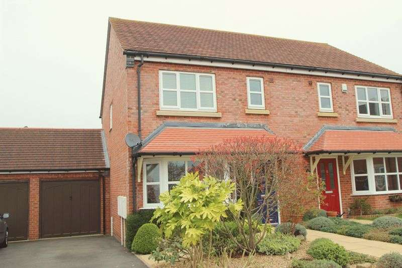 3 Bedrooms Semi Detached House for sale in Wharrad Close, Bidford on Avon