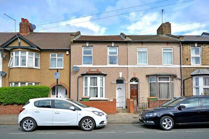 3 Bedrooms Terraced House for sale in Henniker Road, Stratford, London E15