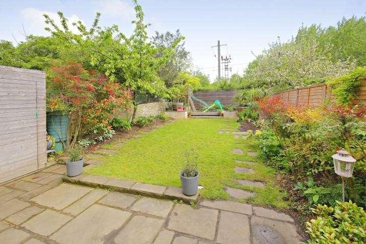 2 Bedrooms Ground Maisonette Flat for sale in Savernake Road, NW3
