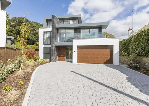 5 Bedrooms Detached House for sale in 4 Mount Grace Drive, Evening Hill, Poole, Dorset