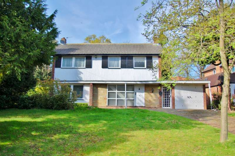 3 Bedrooms Detached House for sale in Howards Wood Drive, Gerrards Cross, SL9