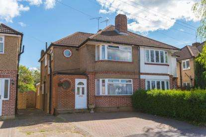 3 Bedrooms House for sale in Winton Drive, Croxley Green, Rickmansworth, Hertfordshire