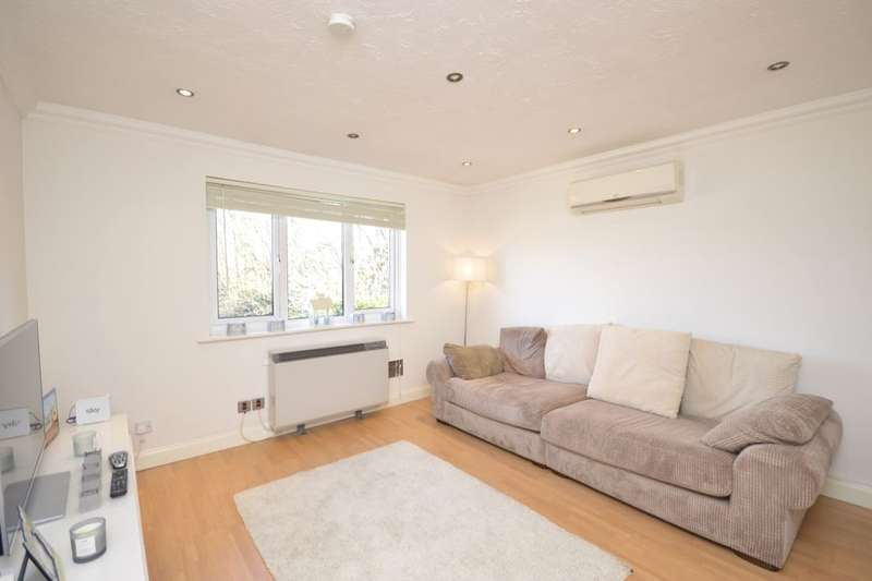 1 Bedroom Flat for sale in Tylersfield, Abbots Langley, WD5