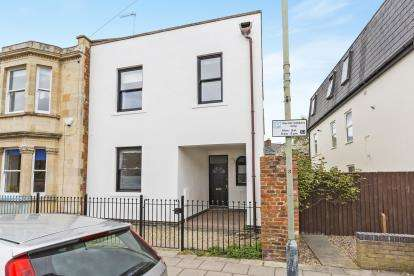 3 Bedrooms Semi Detached House for sale in Knapp Road, Cheltenham, Gloucestershire, Cheltenham