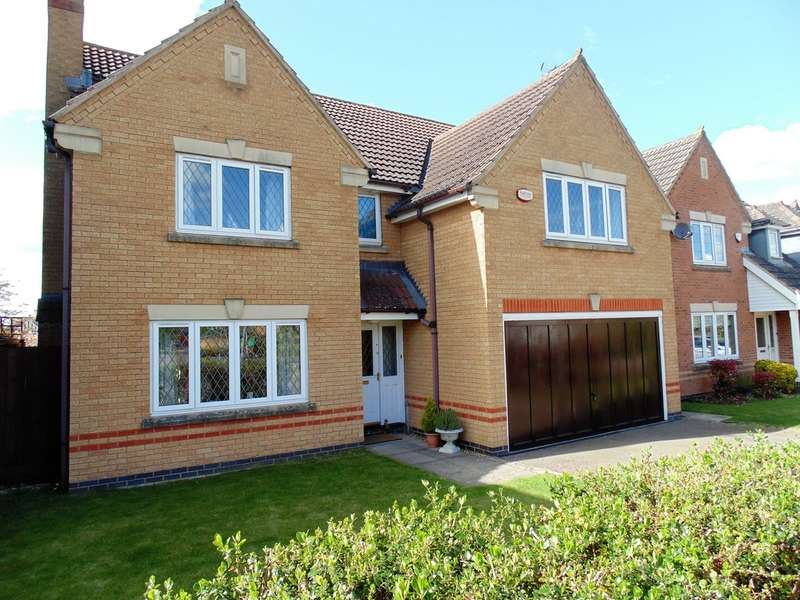 4 Bedrooms Detached House for sale in Yarrow Close