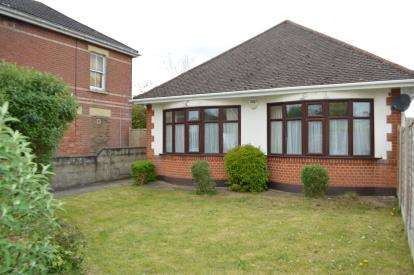 3 Bedrooms Bungalow for sale in Ensbury Park, Bournemouth, Dorset