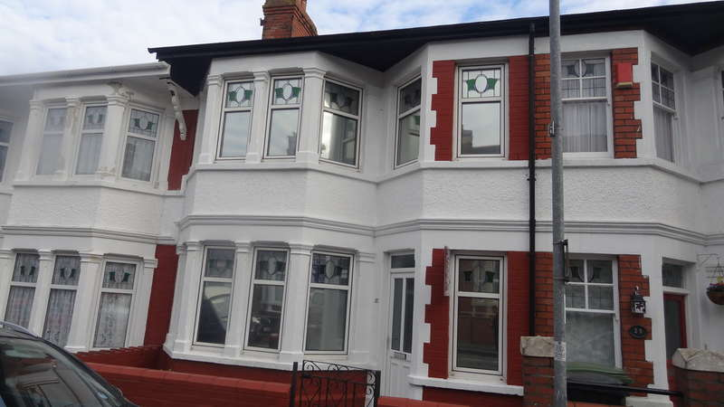 3 Bedrooms Terraced House for sale in Woodlands Road, Barry
