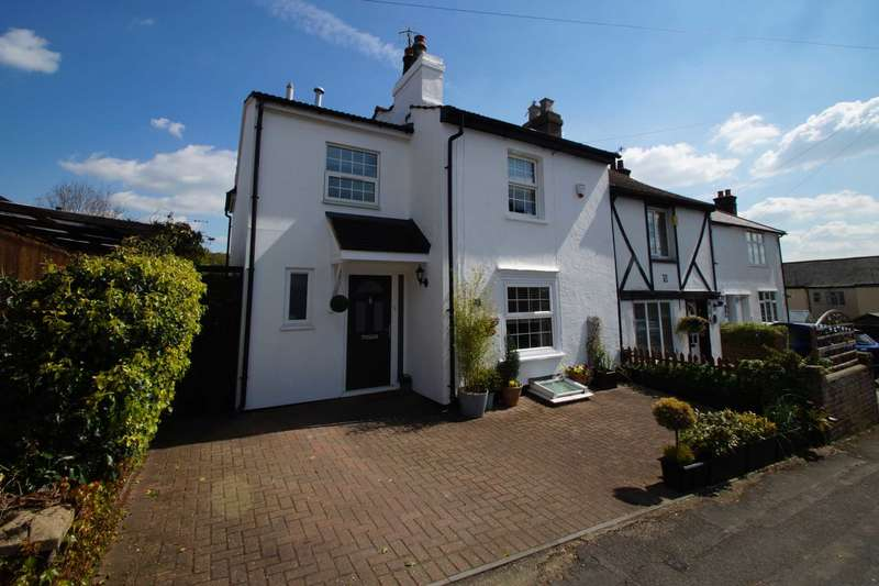 3 Bedrooms Semi Detached House for sale in Puller Road, Boxmoor, Hemel Hempstead